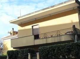APPARTAMENTO VENDITA CARRARA (ZONA FOSSONE)