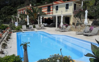 villa con piscina vendita la spezia
