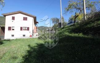 CASTELNUOVO MAGRA borgo storico CASA INDIPENDENTE VENDITA