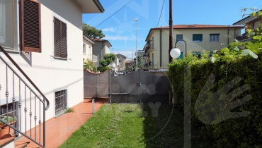 VENDITA - BIFAMILIARE - LIDO DI CAMAIORE