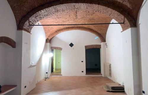 cerca Firenze Centro Oltrarno / S. Spirito / S.frediano FONDO COMMERCIALE AFFITTO