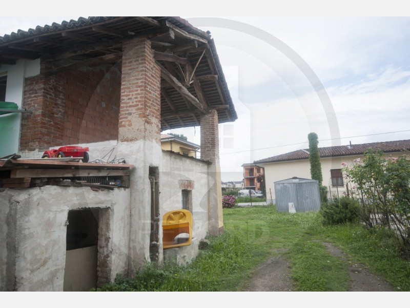 CASA INDIPENDENTE in VENDITA a CURA CARPIGNANO
