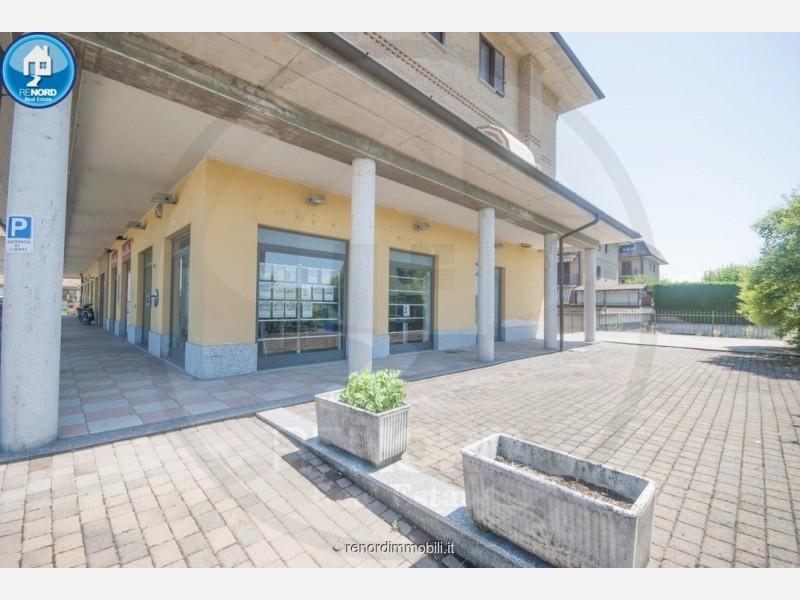 LOCALE COMMERCIALE in VENDITA a CURA CARPIGNANO