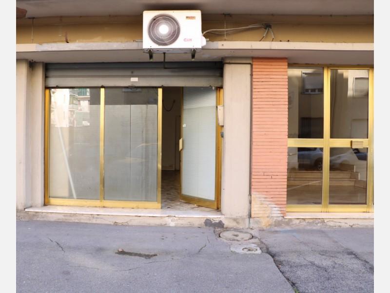 FONDO COMMERCIALE in AFFITTO a FIRENZE - CAMPO DI MARTE / CURE / COVERCIANO