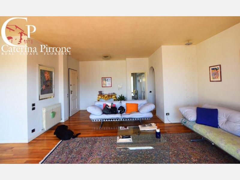 Prato vendesi attico con terrazza abitabile
