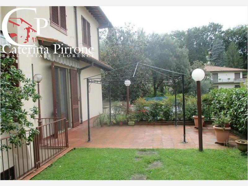 Bagno a Ripoli vendesi villa con giardino