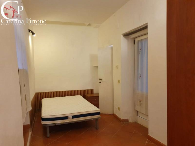 Firenze via dei Pepi vendesi 3 vani con corte