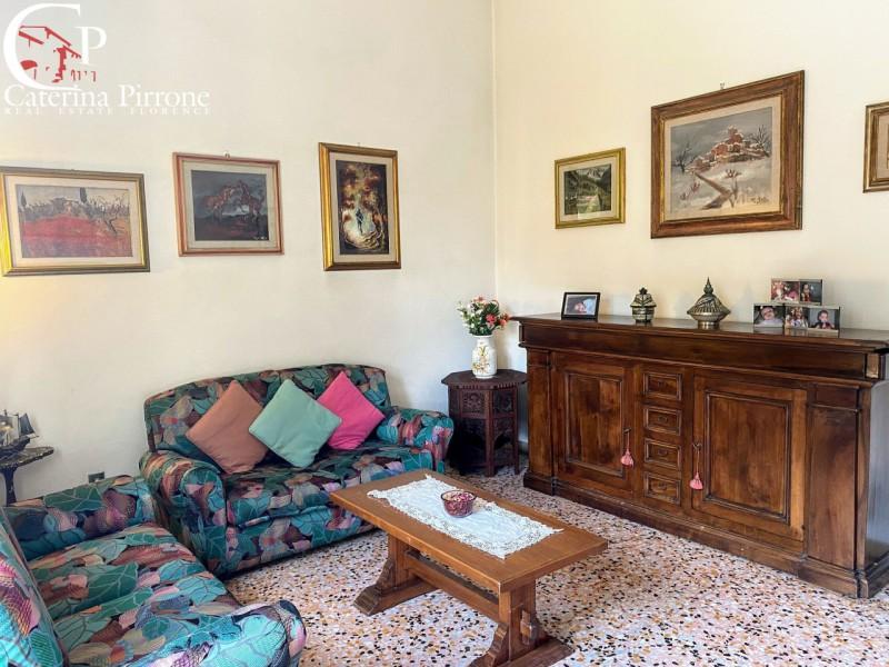 Firenze sud vendesi 5 vani con giardino