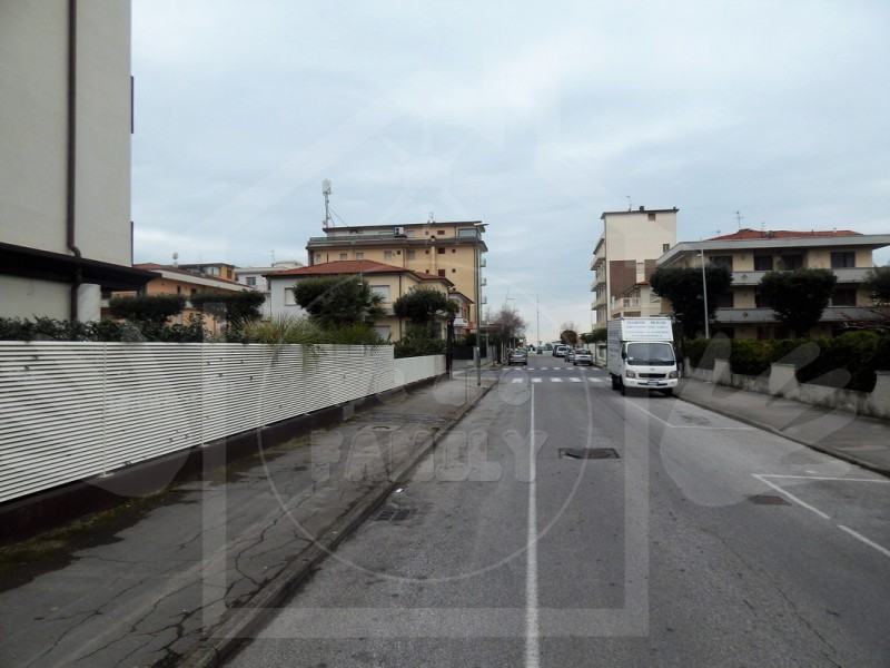 APPARTAMENTO  -  VENDITA a LIDO DI CAMAIORE