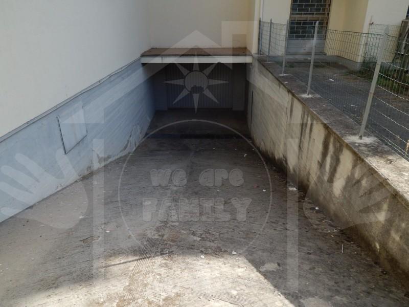 FONDO COMMERCIALE in VENDITA a VIAREGGIO - VARIGNANO
