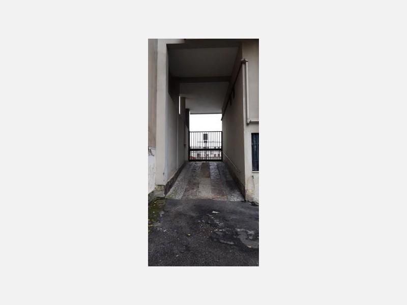 LOCALE COMMERCIALE in AFFITTO a MILANO - MONZA / BICOCCA / PRECOTTO