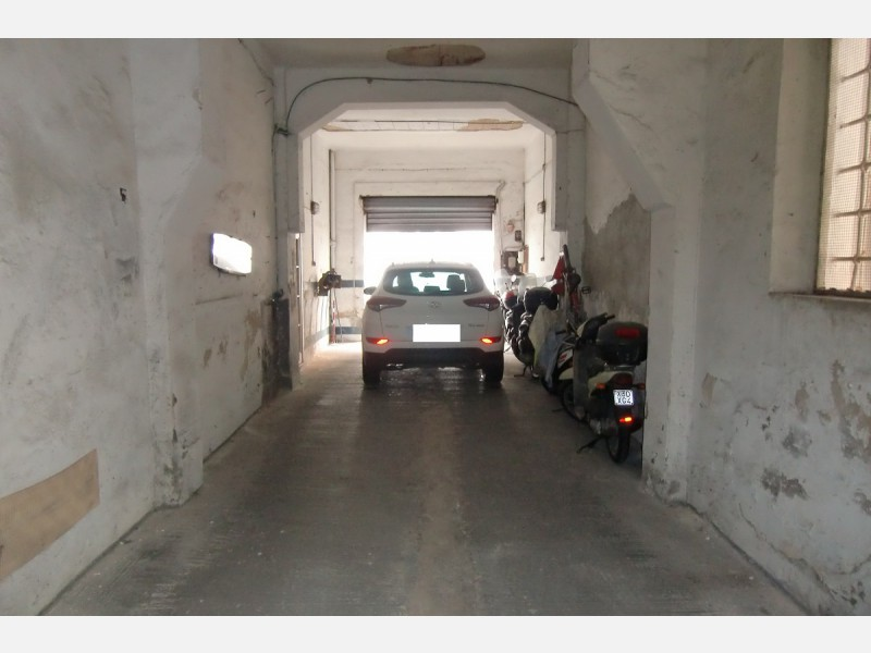 GARAGE in VENDITA a LIVORNO - CENTRO