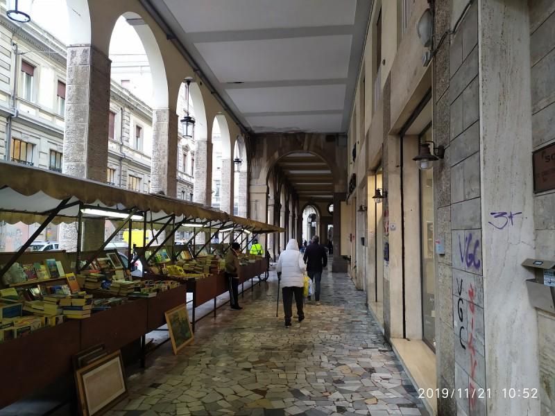 FONDO COMMERCIALE in VENDITA a LIVORNO - CENTRO