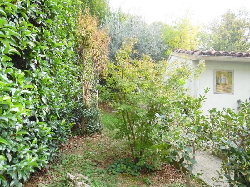 particolare giardino privato